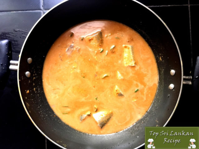 How To Make Sri Lankan Fish Curry   Aracha Kuzhambu Lady Fish